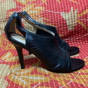 L.A.M.B. Black LEATHER STRAPPY HEELS BACK ZIPPER 7